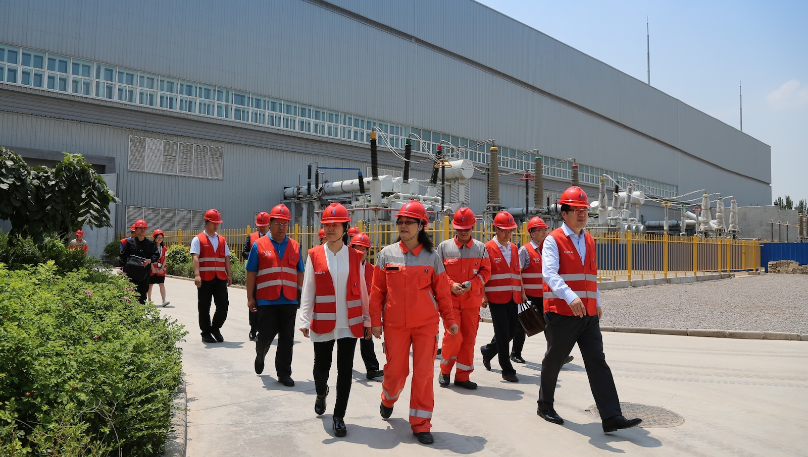 中国建设银行领导一行调研哈纳斯